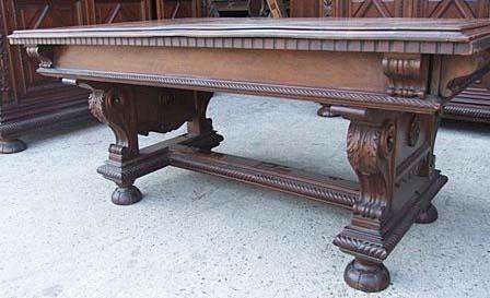 Gentil Antique Italian Renaissance Revival Dining Table